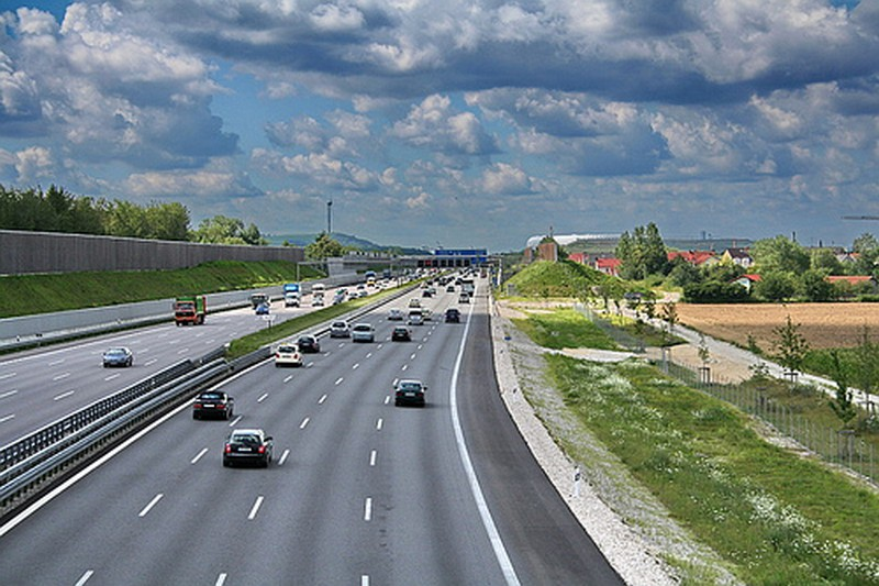 Name:  Autobahn A9 heading North out of Munich   3569192477_0b658881dd.jpg