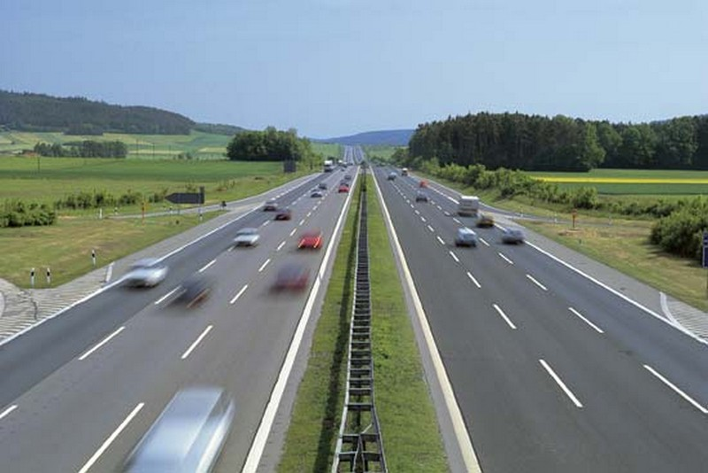 Name:  Autobahn A9 heading North out of Munich   136000-004-AC29E627.jpg