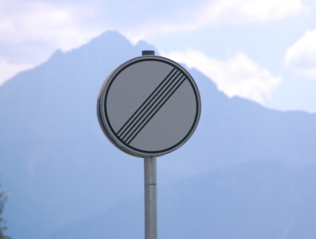 Name:  autobahn-end-of-restrictions-sign.jpg Views: 2137 Size:  83.5 KB