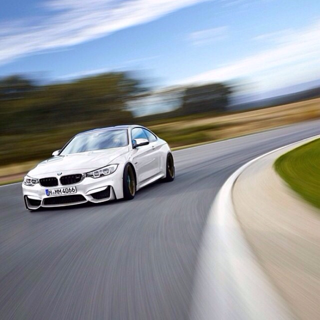 [F82/F83] Official ALPINE WHITE M4 Coupe/Convertible Thread