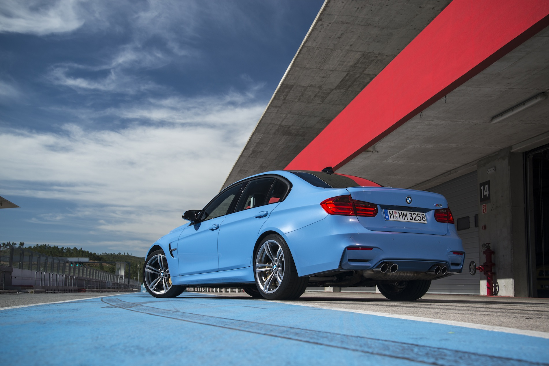 2015 BMW M3 Sedan (F80) Official Specs, Wallpapers, Videos ...