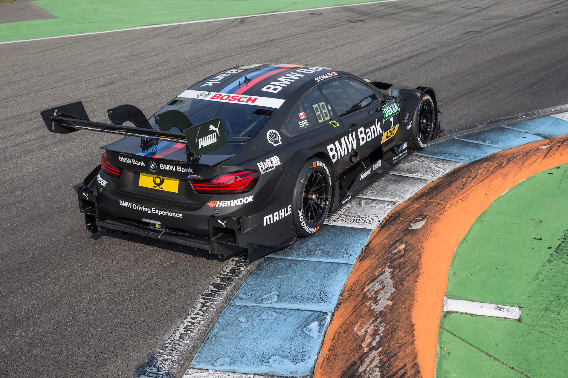 a detailed look at the 2017 bmw m4 dtm and its changes. Black Bedroom Furniture Sets. Home Design Ideas